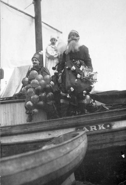 """""""Santa Claus arriving at the Inner Harbour, Victoria."""" [1917]. Image B-07232/RBCM&A"""